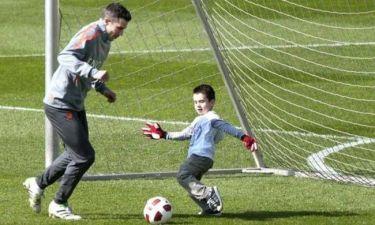 Παικταράς ο 5χρονος γιος του Φαν Πέρσι (video)!