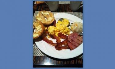 Ποιος Έλληνας παρουσιαστής απόλαυσε αυτό το πρωινό στο Λος Άντζελες;