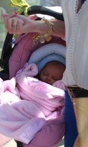 Σε ποια σταρ ανήκει το μωράκι της φωτογραφίας;