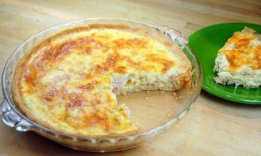 Εύκολη τάρτα με μπέικον, κοτόπουλο και τυρί