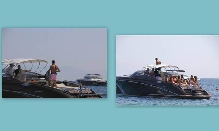 Εννιά γυναίκες, ένας επιχειρηματίας και το πολυτελές σκάφος στην Μύκονο