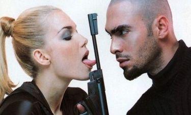 Όταν η Βίκυ Καγιά «έπαιζε» με το όπλο της!