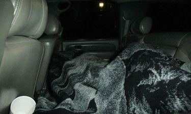 Ποιος κρύβεται κάτω από την κουβέρτα;