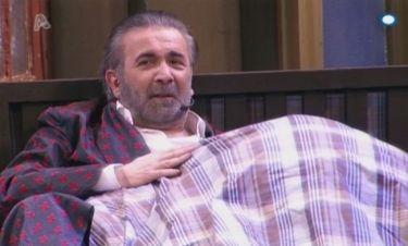Ποια ηθοποιός κρύβεται κάτω από την κουβέρτα του Λαζόπουλου;