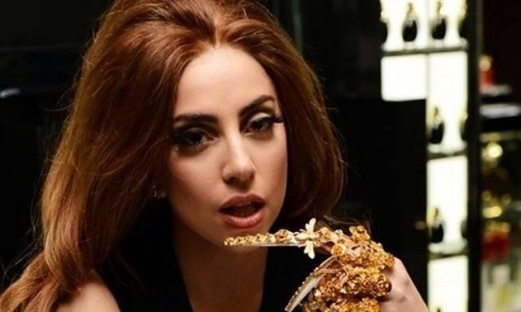 Η Lady Gaga στο πλευρό θαυμάστριάς της