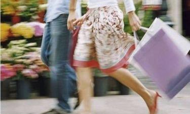 Είναι επίσημο - Δείτε πόσο αντέχουν οι άνδρες τα ψώνια στα μαγαζιά