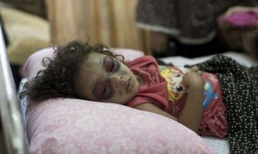 Το κοριτσάκι-σύμβολο της σφαγής των παιδιών στη Γάζα
