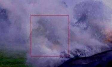 Βίντεο: Φάντασμα ή πνεύμα δίπλα από φλεγόμενο αυτοκίνητο (;)