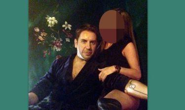 Ποια είναι η κυρία που αγκαλιάζει τον Γιώργο Μαζωνάκη;