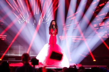 Eurovision 2015: Λετονία: The woman in… red!