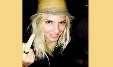 Αννίτα Πάνια: Σήκωσε το μεσαίο της δάχτυλο όταν είδε την…