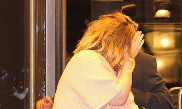 Δε θα πιστεύετε γιατί κρύβεται από τους φωτορεπόρτερ η πασίγνωστη τραγουδίστρια!