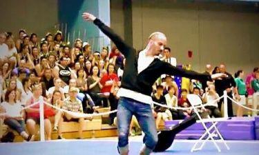 Μελλισανίδης: Χόρεψε το ζεϊμπέκικο της «Ευδοκίας» και τον αποθέωσαν 1.500 θεατές στο L.A