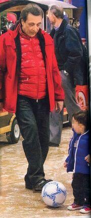 Αντύπας: Στο χωριό του Άι Βασίλη με τον εγγονό του