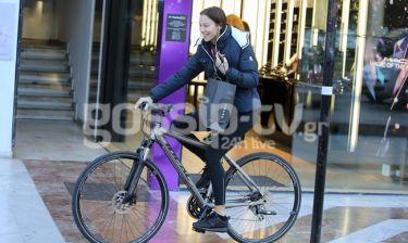 Βγήκε για ψώνια με το ποδήλατο