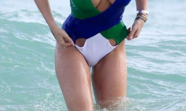 Πασίγνωστη τραγουδίστρια «προκαλεί εγκεφαλικά» στην παραλία στο Μαϊάμι