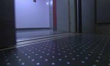 Βίντεο που σοκάρει: Ασανσέρ τον έκοψε στη μέση