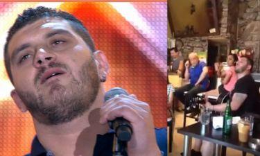 Δείτε τον Πιλάτο από το X-Factor να τραγουδάει Παντελίδη στο καφέ της οικογένειας στην Νέα Ιωνία