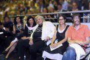 Ο παππούς Μίκης Θεοδωράκης συγκινημένος στην αποφοίτηση του εγγονού του