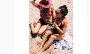 Χαλαρώνουν στην παραλία οι…