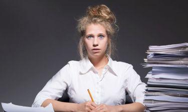 Burnout: Τα 10 προειδοποιητικά σημάδια της εργασιακής εξάντλησης
