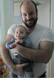 Ο Κυρίτσης ποζάρει με τον κούκλο εγγονό του!