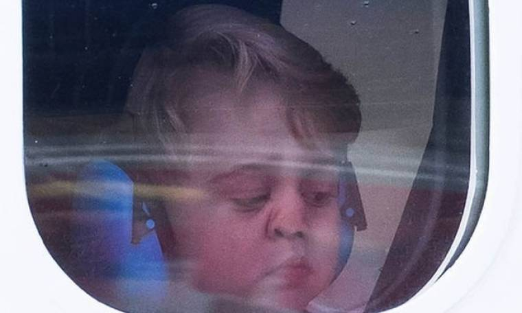 «Λιώσαμε» με τον Πρίγκιπα George και τις… γκριμάτσες του στο υδροπλάνο