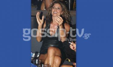 Κατερίνα Λάσπα: Με σέξι μαύρο δερμάτινο φόρεμα στο Κέντρο Αθηνών
