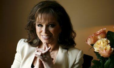 Joan Collins: Βγάζει στον πλειστηριασμό προσωπικά της αντικείμενα