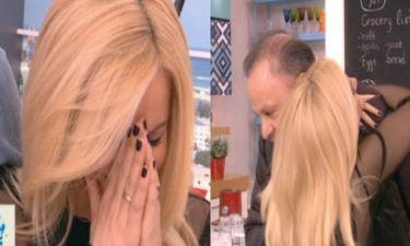 Μπεκατώρου: Ξέσπασε σε κλάματα μόλις είδε τον σύζυγό της να μπαίνει στο πλατό για τα γενέθλιά της