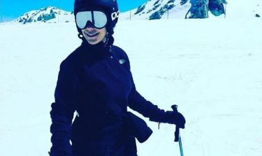 Ελληνίδα παρουσιάστρια δελτίου ειδήσεων απολαμβάνει το Σάββατό της κάνοντας σκι