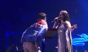 Γνωστός φαρσέρ ο άντρας που έδειξε τα οπίσθιά του στην σκηνή της Eurovision