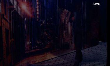 YFSF: Ο Μακαλιάς… τραγουδά στην βροχή