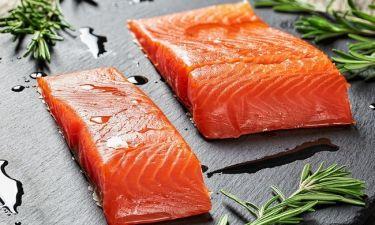 Σολομός: Θερμίδες & διατροφική αξία του πολύτιμου ψαριού (πίνακας)
