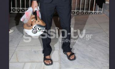 Ουπς! Κάτι πήγε λάθος! Ποιος ηθοποιός εμφανίστηκε στο Ηρώδειο με κοστούμι και σανδάλια;