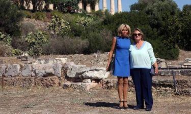 Το χρυσό δώρο που ενθουσίασε την Μπριζίτ Μακρόν και οι selfies με τους τουρίστες