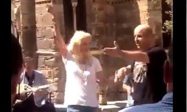 Στήθηκε γλέντι στο κέντρο της Αθήνας:Δείτε την Ελένη να χορεύει τσιφτετέλι με τον Σεφερλή στην Ερμού