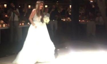 Ελένη Τσολάκη: Ο ερωτικός χορός με τον σύζυγό της και το πέταγμα της ανθοδέσμης