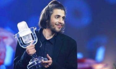 Δύσκολες ώρες για το νικητή της Eurovision: Στην εντατική με μηχανική υποστήριξη!