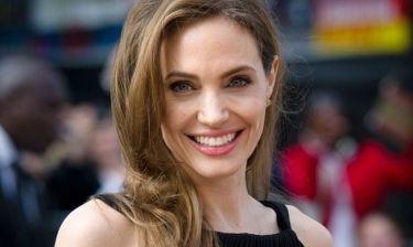Μετά από πολλά χρόνια: Η απίστευτα σέξι εμφάνιση της Angelina Jolie και το πρόβλημα υγείας