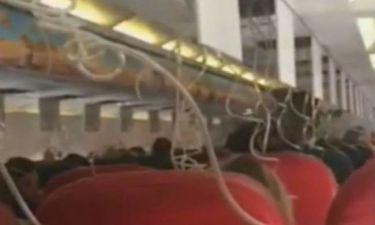 Έκανε πρόταση γάμου στην κοπέλα του ενώ έπεφτε το αεροπλάνο - Ούρλιαζαν οι επιβάτες! (vid)