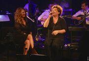 Ξυπόλητη στην πίστα Ελληνίδα τραγουδίστρια
