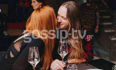 Ένας μεγάλος έρωτας: Τα τρυφερά φιλιά του ζευγαριού σε έξοδό του