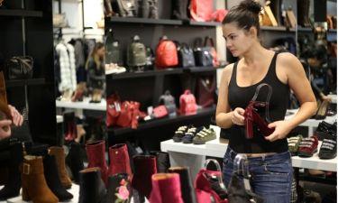 Τι έχει μέσα στην τσάντα της η Μαρία Κορινθίου;