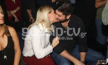 «Καυτά» φιλιά για Ελληνίδα μοντέλο σε νυχτερινό κέντρο