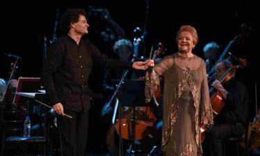 Η Μαίρη Λίντα τραγούδησε Μίκη Θεοδωράκη στο Παλλάς