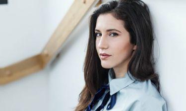Ελένη Βαΐτσου: Ξαπλωμένη πάνω σε δέντρο πόζαρε με μαγιό «αναστατώνοντας» το instagram