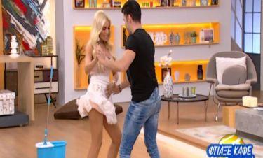 Η Καινούργιου χορεύει «lambada» και δηλώνει on air: «Θα φανεί το βρακί μου..»!