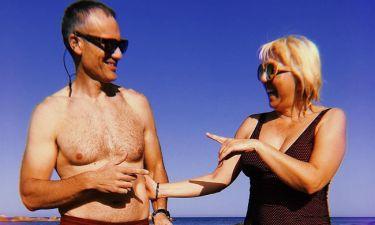 Ελληνίδα τραγουδίστρια πήγε για μπάνιο με τους γονείς της και τους φωτογράφισε στην παραλία