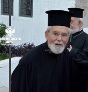Η Πρεζεράκου αποχαιρετά τον Πατέρα Σπυρίδωνα που κολύμπησε για να σωθεί, αλλά δεν τα κατάφερε